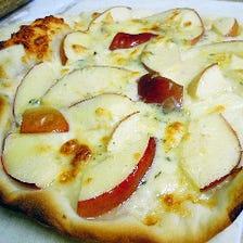 紅玉リンゴとゴルゴンゾーラピザ