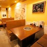 テーブル席【4名掛け×2卓】