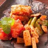 キムチ・牛テールスープ・盛岡冷麺など焼肉に合う一品料理も豊富