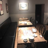 地下のテーブル席は人数に応じてお席をご用意いたします