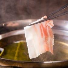 鹿児島県産黒豚を贅沢に鍋で味わう