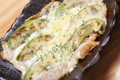 焼きアボガドのトロ~っとチーズがけ