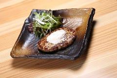 【1日10食限定】鉄板ビーフハンバーグ150g 〜自家製ガーリックバターのせ〜