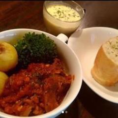 『1日5食限定』牛すじのトマト煮込ランチ(厚切りバゲット・スープ付)