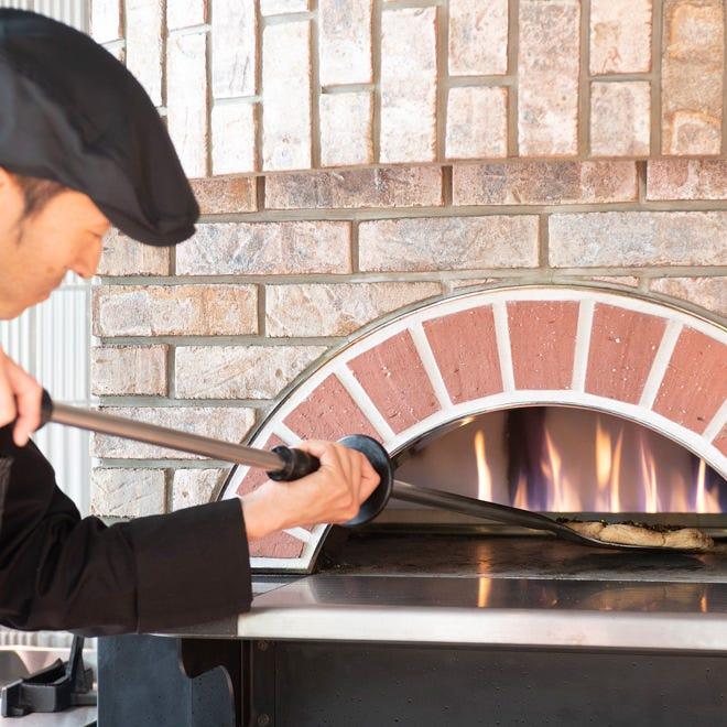 店内の窯で焼き上げる「ヴィスキオピンサ」は、食べるべき一品。