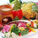石釜で焼き上げた彩り野菜のアンチョビソース