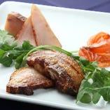燻製豚バラ肉のロースト