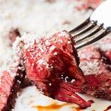 [肉料理も大人気!] ピッツァ以外にもこだわりメニューが多数