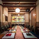 B1Fの団体席。要予約。 こちらは最大30名様の宴会個室です。