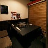 プライベートな時間をゆったり過ごせる、落ち着いた雰囲気のテーブル個室