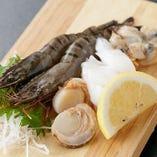 海鮮も楽しめるのが鉄板焼きならではの魅力!プリプリの海老や旨みたっぷりのホタテなど、お肉とは違った魅力が満載です。