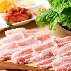 ★サムギョプサルは特製キムチ&味噌で