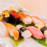 お寿司が出てからはお寿司のお替りが自由な「お替わり寿司」