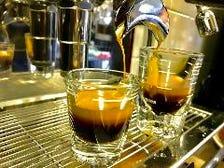 挽きたてコーヒーや数量限定デザート