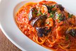 パンチェッタと揚げナスのトマトソース