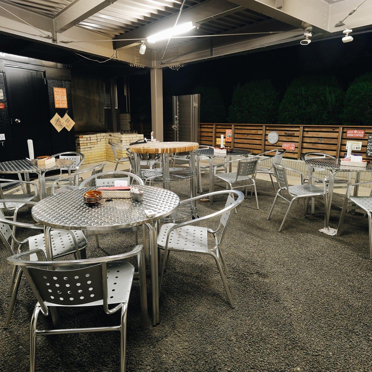 BBQは屋根ありのテラス席で♪雨でも思う存分楽しめます