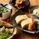 京のおばんざいは、コース料理の『旬菜』として、または単品でもご提供しております。繊細な京料理の味ですが、堅くならずに、心ゆくまでご堪能ください。
