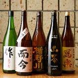 常時30種類ほどの日本酒をご提供しております。日本酒通の方にも飲み慣れない方にも新しい出会いが見つけやすように、当店はメニュー表示を工夫して日本酒をおすすめしています。