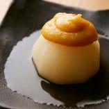 当店は『京かぶらの風呂吹き』といった、伝統的な本格京料理も味わうことができる店です。