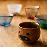 お酒を愉しむ時には酒器もとっておきの物を! 当店はお猪口や片口などにもこだわって日本酒をご提供しています。