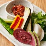 季節の彩り生野菜、もろ味噌添え