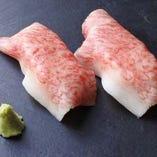 肉寿司が食べ放題メニューに登場! もちろん単品も豊富に。