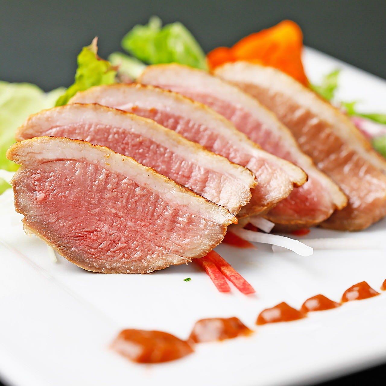 魚介や肉を使った逸品料理もおすすめ