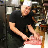 自慢のお肉、ホルモンはこだわりの手切りでご提供いたします。