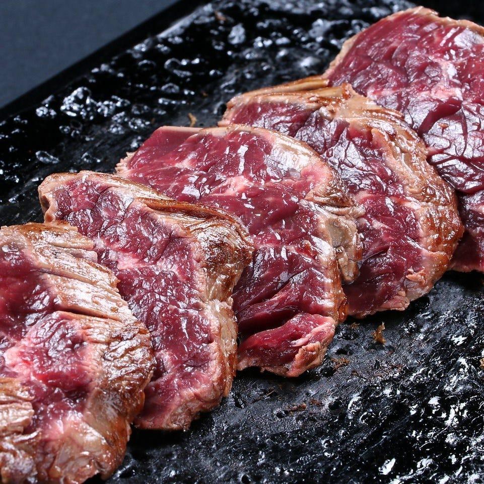 溢れ出す肉汁がたまらない絶品肉料理