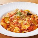 《選べるメイン》彩り野菜とモッツァレラチーズのパスタ