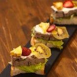 パテ・ド・カンパーニュ 自家製フルーツとクリームチーズ