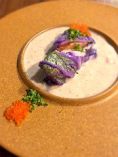 サーモン ミキュイの白菜ロール キノコのデュクセルソース