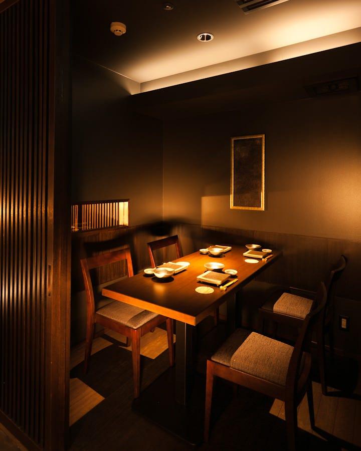 4名様・8名様・10名様・12名様の4種類の個室。 接待宴席にぜひ