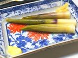 初夏に出る根曲がり筍は茹で、焼き、天ぷら、汁物などで楽しめる