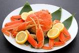 蟹づくし会席 活きた松葉ガニを自店で薄塩でゆでた甘みのあるジューシーなものです