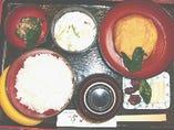 3月22日 日替わりランチB.加賀の伝統料理飛竜頭煮つけ。煮大根と緑野菜添え。(写真はイメージです)