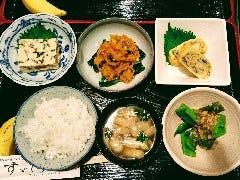 野菜小鉢定食 今日のお好み小鉢の野菜料理を4品選択 (ご飯お好み量、熱々みそ汁、フルーツ付き)