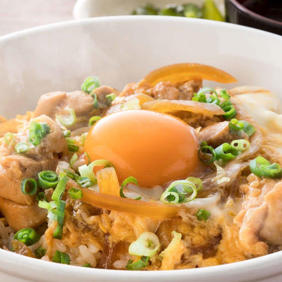 国産鶏を使用した親子丼は鶏の旨味たっぷり