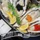 今夜は生牡蠣と高級食材(ウニ、いくら、キャビア)と一緒に。
