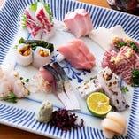 新鮮魚介のお刺身は五種、七種、十種の盛り合わせを承っております。