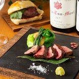 くーたおすすめの肉料理は牛、豚、鶏、羊など豊富にご用意。