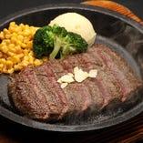 しっかりした歯ごたえと赤身肉本来の旨味が味わえるステーキです。