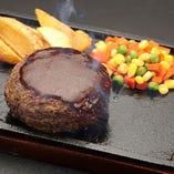 ナイフを入れた途端にジュワ~っと溢れ出る肉汁がたまらないっ!