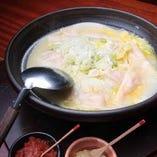 鶏がらの香りとコラーゲン溢れる 炊き出し餃子は絶品そのもの