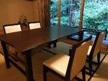 ゆったりとおくつろぎ頂ける様に個室もテーブル席にリニューアル