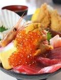 大人気の海鮮丼とカキセット1575円!市場で一番大きいカキを使用