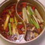 四川2色火鍋宴会コース ¥3500 (2名様~) 辛い赤スープ&白い極旨漢方スープ