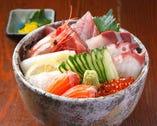 凜やの海鮮丼1,450円(税込1,566円)