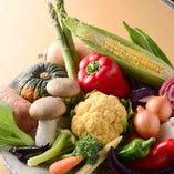 季節野菜はスープ、前菜、鉄板焼きで