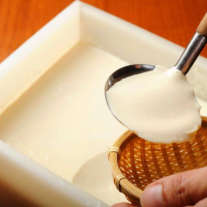 国産大豆の豆乳と天然にがりで作る!